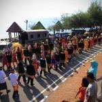 Sejumlah peserta pawai melewati pantai kasih acara Festival Sabang Fair (Foto M Iqbal/SeputarAceh.com)