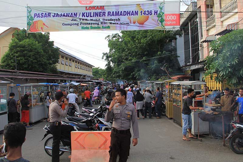 Suasana tempat kuliner Ramadhan di Gampong Peunayong, Banda Aceh (Foto M Iqbal/SeputarAceh.com)