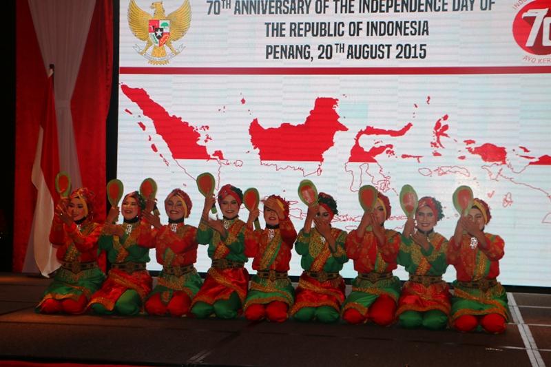 Tarian saman poh kipah dalam acara resepsi kenegaraan RI ke 70 di Penang, Malaysia (Foto IST)