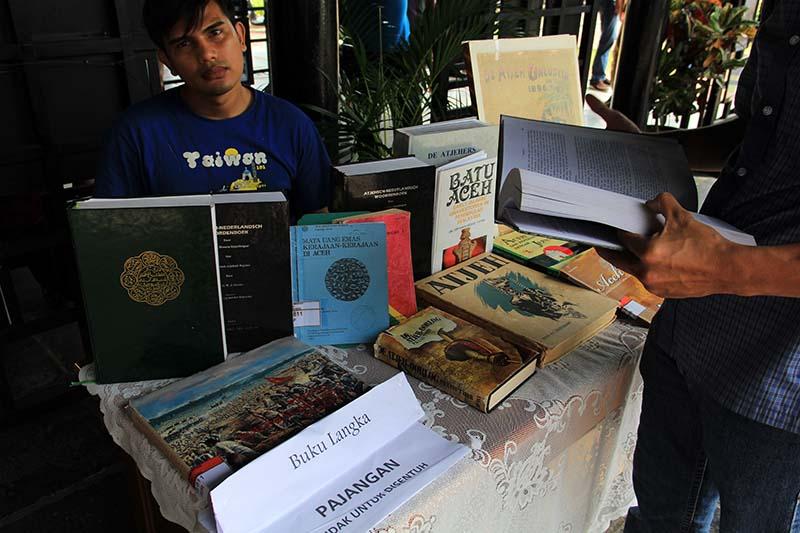 Koleksi buku langka di acara 100 tahun museum Aceh (Foto M Iqbal/SeputarAceh.com)