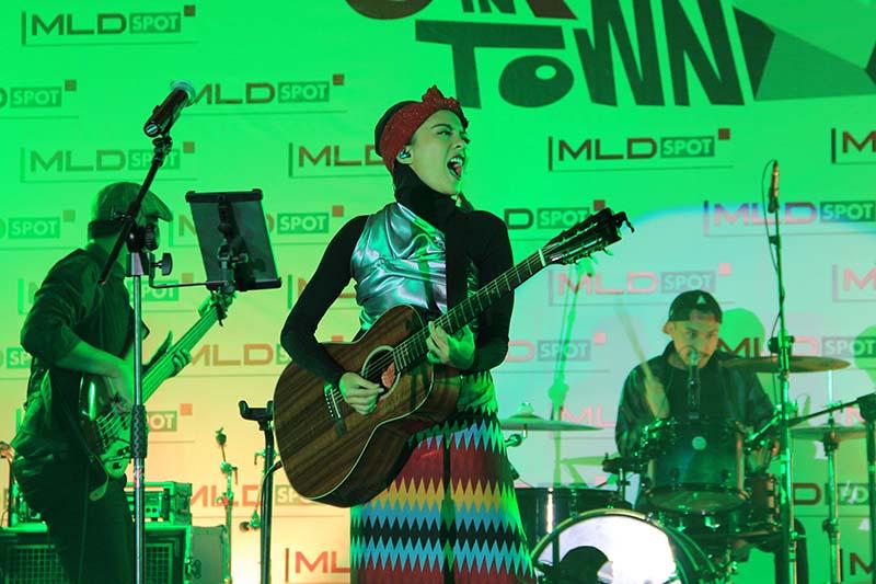 Lala Karmela, musisi berbakat tampil membawakan lagu hitnya acara MLD-Spot Jazz In Town di Ballroom Hermes Hotel, Banda Aceh (Foto M Iqbal/SeputarAceh.com)