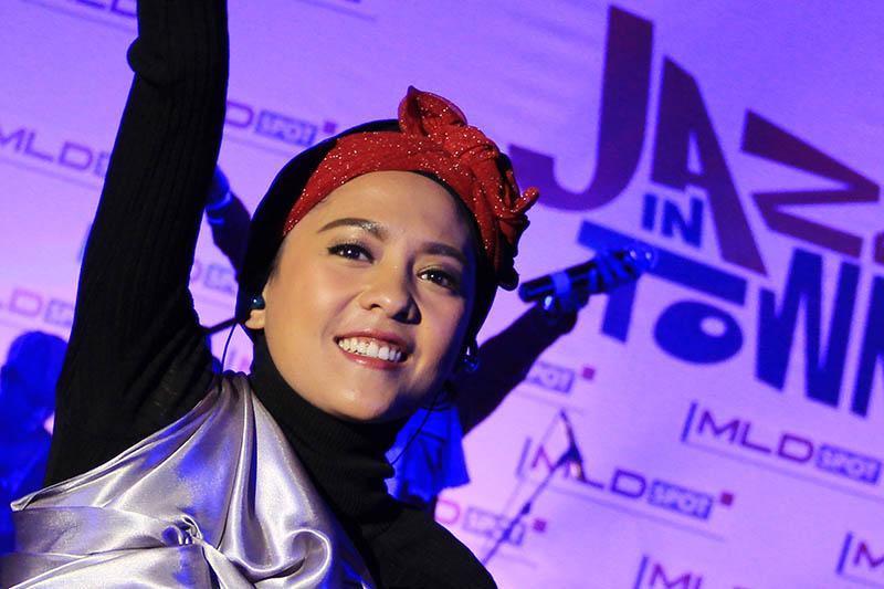 Lala Karmela tampil dengan berhijab acara MLD-Spot Jazz di Ballroom Hermes Hotel, Banda Aceh (Foto M Iqbal/SeputarAceh.com)