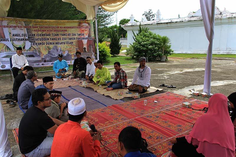 Panitia Peringatan Sejarah Adat dan Budaya Aceh (PESABA) menggelar haul Sultan dan Sultanah di komplek Gunongan, Banda Aceh (Foto M Iqbal/SeputarAceh.com)