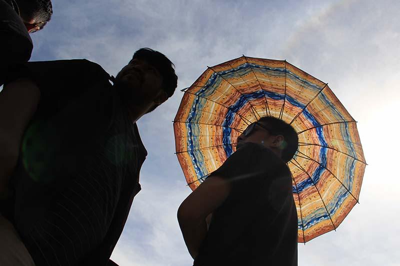Peserta kontes mengenakan payung saat tengah hari acara TKCI gelar Meet Up Merah Putih (Foto M Iqbal/SeputarAceh.com)