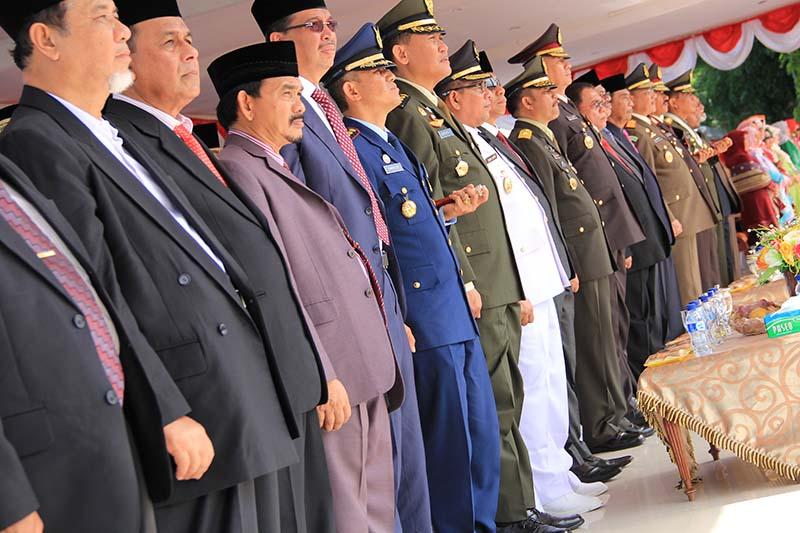 Sejumlah tamu undangan dari akademisi, perwira dan pejabat pemerintah Aceh hadir dalam upacara HUT RI ke-70 di Blang Padang (Foto M Iqbal/SeputarAceh.com)