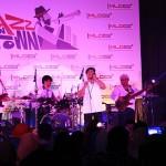Di akhir konser Jazz In Town, Tompi membawakan lagu 'Aceh Lon Sayang' di Ballroom Hermes Hotel, Banda Aceh (Foto M Iqbal/SeputarAceh.com)