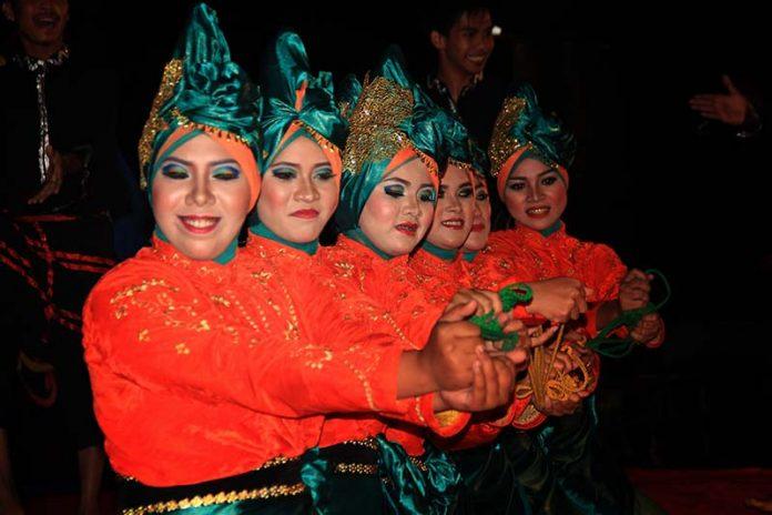 Penampilan Tari Meusare-sare acara Eksibisi Taman Sulthanah Safiatuddin, Banda Aceh (Foto M Iqbal/SeputarAceh.com)