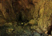 Pengunjung mencoba masuk kedalam Gua Kelelawar hingga 50 meter, Gampong Iboih, Sabang (Foto M Iqbal/SeputarAceh.com)