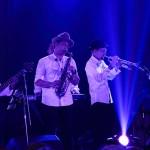 Personil dari Tompi meniup saksofon dan trompet dalam konser Jazz In Town MLD Spot di Ballroom Hermes Hotel, Banda Aceh (Foto M Iqbal/SeputarAceh.com)