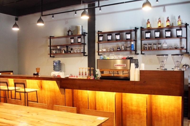 Perpaduan industrial style memberikan warna tersendiri bagi coffee shop Tanabata ini (Foto Muhammad Farhan Barona/SeputarAceh.com)