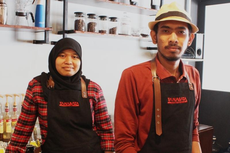 Pemilik Tanabata coffee shop, Ika Ismiati dan Kasyful Humam (Foto Muhammad Farhan Barona/SeputarAceh.com)