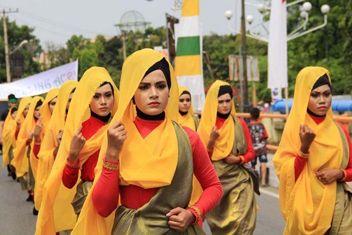Laskar Keumalahayati mengikuti pawai peringatan 1 Muharram 1437 H, acara Aceh Hijriah Carnival, Banda Aceh (Foto M Iqbal/SeputarAceh.com)