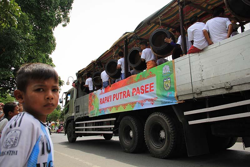 Rapa-i Pasee mengikuti pawai 1 Muharram 1437 H, acara Aceh Hijriah Carnival, Banda Aceh (Foto M Iqbal/SeputarAceh.com)