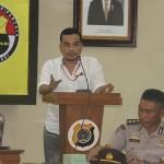Roni Purnama salah satu pemateri menyampaikan materi sosialisasi jurnalistik dan pengelolaan website tribratanewsaceh dan tribratanews Polres se Aceh di Aula Machdum Sakti, Polda Aceh, Senin dan Selasa (9-10/11/2015).