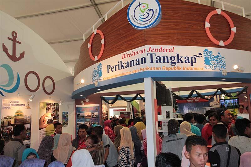 Warga memadati stand Kementrian Kelautan dan Perikanan Republik Inonesia acara Expo Hari Nusantara 2015 di Lampulo, Banda Aceh (Foto M Iqbal/SeputarAceh.com)