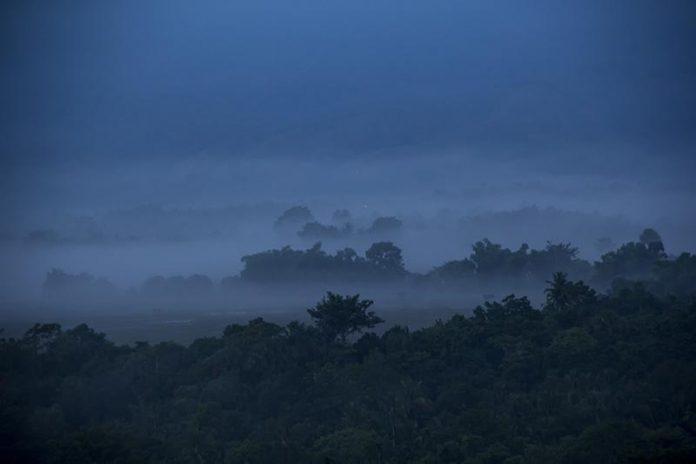 Kabut lembah Seulawah terlihat pada pada pukul tujuh pagi di Aceh Besar (Foto M Iqbal/SeputarAceh.com)