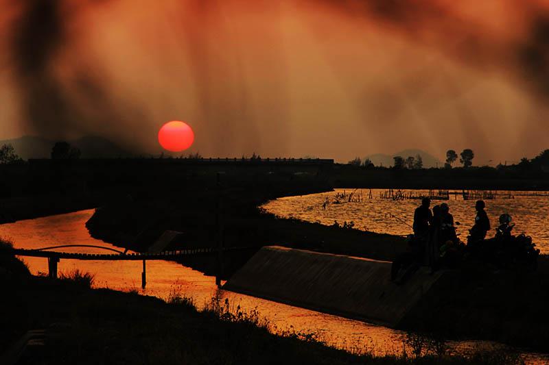 Suasana sunset di seputaran pintu air Alue Naga, Banda Aceh (Foto M Iqbal/SeputarAceh.com)