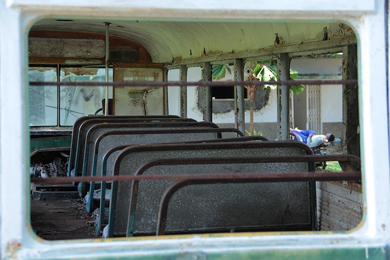 Bus Robur Hino Jepang tempo dulu dilihat dari kaca belakang (Foto M Iqbal/SeputarAceh.com)