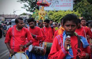 Para penabuh gendang pengiring hari Maha Puja Thaipusam (hari kebesaran Dewa Muruga) keliling seputaran kota Banda Aceh (Foto M Iqbal/SeputarAceh.com)