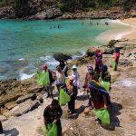 Caniva Unsyiah dan sejumlah komunitas lingkungan melakukan bersih pantai Lhok Mata Ie, Aceh Besar (Foto M Iqbal/SeputarAceh.com)