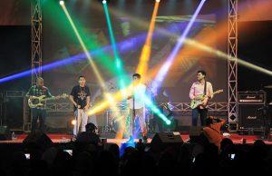 RAN (Rayi, Asta dan Nino) grup musik Indonesia tampil dalam acara The Annual Radio Unplugged 2016 di gedung AAC Dayan Dawood, Darussalam, Banda Aceh (Foto M Iqbal/SeputarAceh.com)