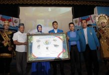 DPD KNPI Kota Banda Aceh bersama Wali Kota Illiza Sa'aduddin Djamal, SE meresmikan Entrepreneur School (Foto M Iqbal/SeputarAceh.com)
