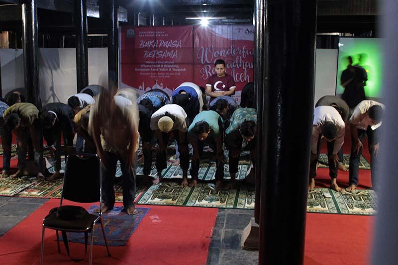 Peserta diskusi dan sosialisasi wisata halal salat berjama'ah di Rumoh Aceh, Banda Aceh (Foto M Iqbal/SeputarAceh.com)