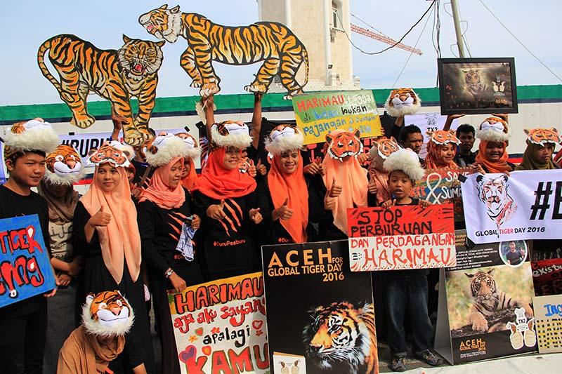 Lintas komunitas menyerukan penyelamatan Harimau Sumatera di pelataran Masjid Raya Baiturrahman, Banda Aceh (Foto M Iqbal/SeputarAceh.com)