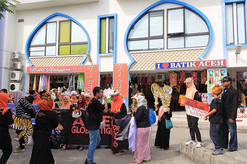 Peserta aksi Hari Harimau Sedunia akan melakukan flashmob di pelataran Pasar Aceh (Foto M Iqbal/SeputarAceh.com)