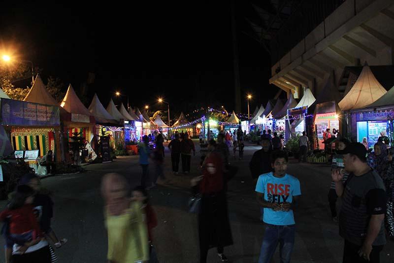 Suasana stand Pekan Daerah KTNA 2016 di pelataran Stadion Harapan Bangsa Lhong Raya, Banda Aceh (Foto M Iqbal/SeputarAceh.com)