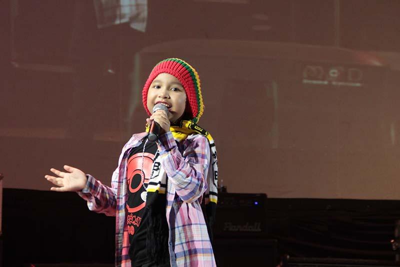 Celia Cinta, 8 tahun, tampil membawakan lagu Reggae acara Gelar Cipta Musisi Aceh 2016 (Foto M Iqbal/SeputarAceh.com)