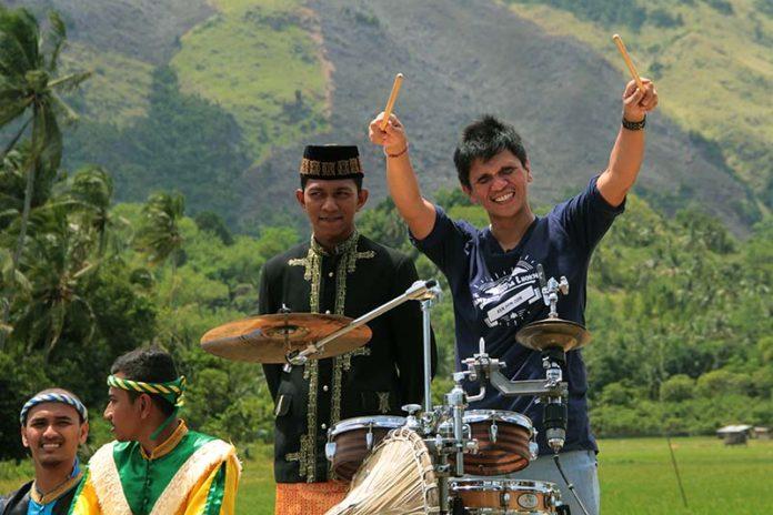 Gilang Ramadan tampil di gampong Nusa, Lhoknga, Aceh Besar. (Foto M Iqbal/SeputarAceh.com)