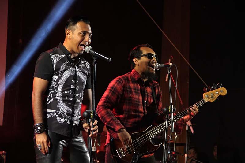 Grub musik rock Inverno membawakan lagu hitnya acara Gelar Cipta Musisi Aceh di gedung Amphiteater Taman Budaya, Banda Aceh (Foto M Iqbal/SeputarAceh.com)