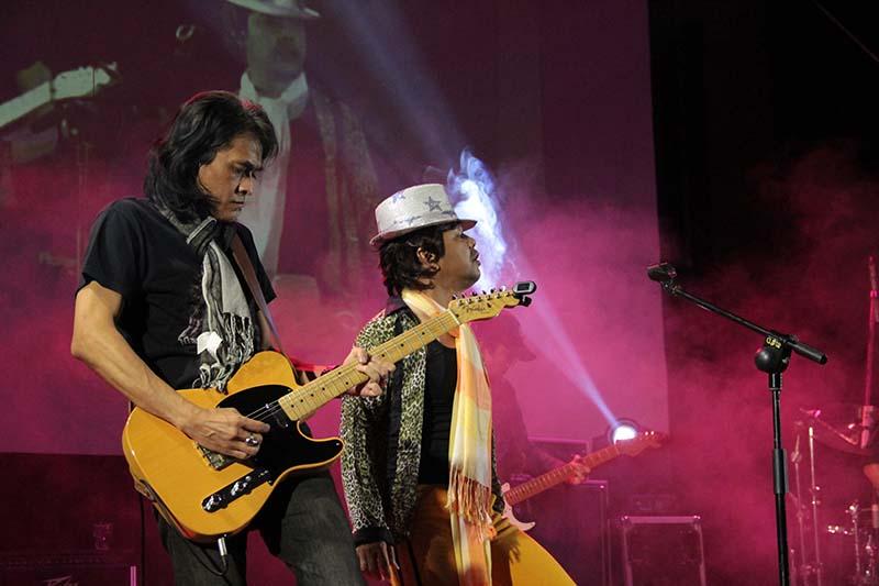 Metal Stone tampil sebagai bintang tamu grup band lawas Aceh tahun 1980-an tampil kembali di Amphiteater, Taman Budaya, Banda Aceh (Foto M Iqbal/SeputarAceh.com)
