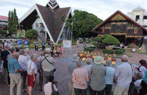 Puluhan turis kapal pesiar Noble Caledonian Sky mengunjungi Museum Aceh (Foto M Iqbal/SeputarAceh.com) Iqbal/SeputarAceh.com)