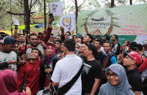 Setelah VOTEIndonesia, peserta Camping 100 Hammmock foto groufie di hutan pinus, Lam Teungoh, Aceh Besar (Foto M Iqbal/Seputaraceh.com)