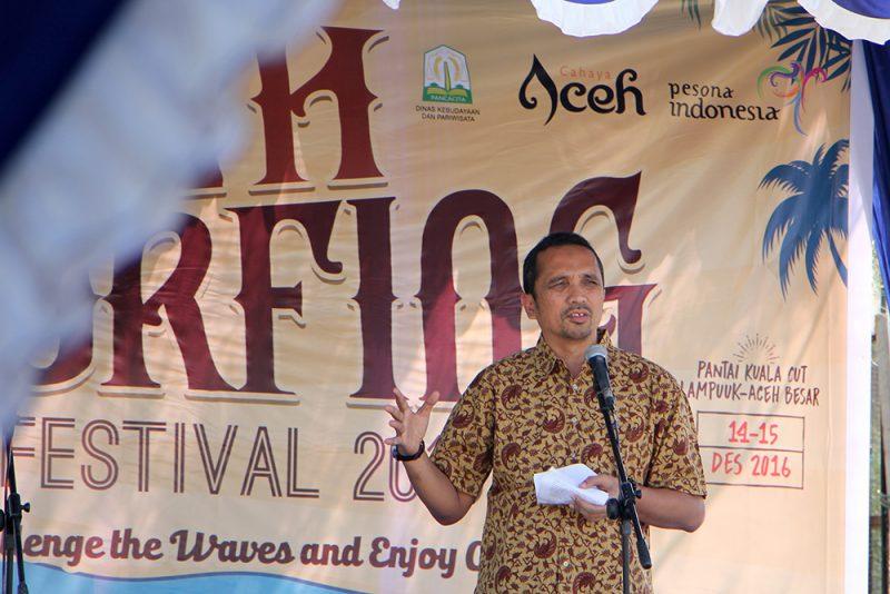 Kadisbudpar Aceh membuka ASF 2016 di Pantai Kuala Cut Lampuuk
