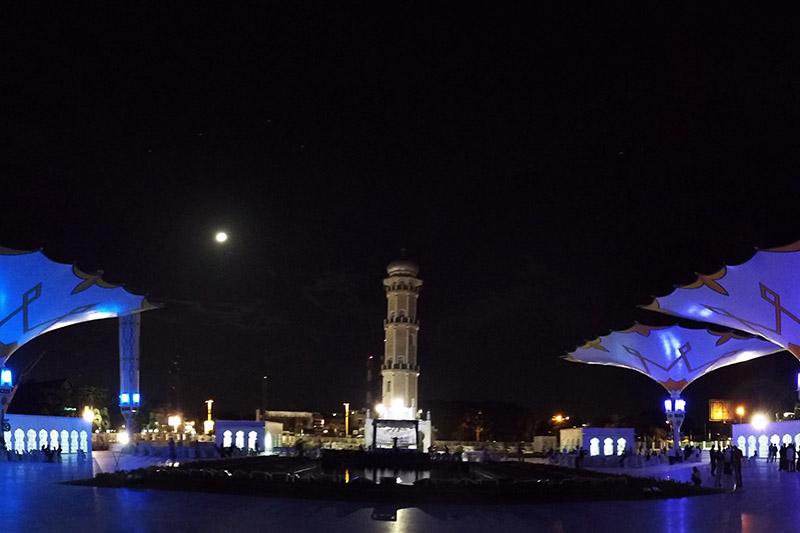 Payung elektrik arah timur menara Masjid Raya Baiturrahman (Foto M Iqbal/SeputarAceh.com)